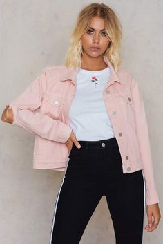 Cut Out Sleeve Denim Jacket Light Pink Pink Denim Jacket, Jean Jacket Outfits, Pink Jeans, Summer Outfits, Casual Outfits, Cute Outfits, Skirt Fashion, Fashion Outfits, Fashion Trends