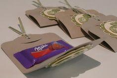 ...gab es am vergangenen Freitag diese kleinen SU-Umschläge mit einer Mini-Milka-Tafel....      Der Prototyp für das Gastgeschenk am kommend...