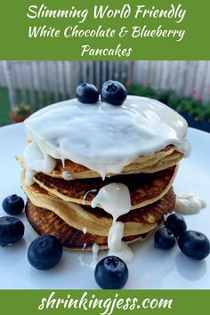 This breakfast idea is to die for! These mouthwatering Slimming World pancakes are sure to hit the spot. I usually like to make this breakfast recipe on the weekends and what's more, a low syn recipe as the pancakes are syn free! This recipe is only 2 syns for the the topping. Check out my blog for more delicious Slimming World recipes. Syn Free Pancakes, Slimming World Pancakes, Easy Slimming World Recipes, Taste Made, Blueberry Pancakes, Skinny Recipes, Breakfast Recipes, Breakfast Ideas, Cooking Time