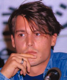 Johnny at a press conference for the movie Dead man in Japan on November 7th, 1995
