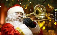 تصاویر جذاب و دیدنی روز    نوازنده ی ترومپت در لباس بابانوئل در مسکو     ترافیک سنگین در مسکو     موج سواری گردشگر سوئیسی در سیدنی     بدون شرح