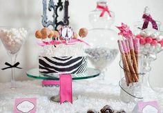 Chá de beleza Parisiense - decoração rosa com preto http://www.blogdocasamento.com.br/cha-de-panela-nova-estrutura/decoracao-cha-panela/cha-de-beleza-parisiense-decoracao-rosa-com-preto/