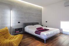 Minimalist Apartment Design In Bucharest Uncovering Luxury Finishes Zeitgenössisches Apartment, Apartment Interior Design, Interior Design Studio, Modern Interior Design, Minimalist Apartment, Minimalist Bedroom, Modern Bedroom, Modern Minimalist, Bedroom Wall Designs