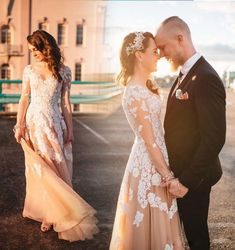 Long Sleeves A Line Bridal Gown Champagne Tulle Appliques Lace Wedding Dresses