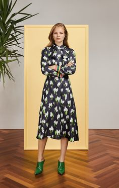 See all the Collection photos from Escada Autumn/Winter 2019 Pre-Fall now on British Vogue Fall Fashion Trends, 50 Fashion, Fashion Dresses, Fashion Looks, Womens Fashion, Fashion Brands, Fall Trends, Fashion Styles, Fashion Online