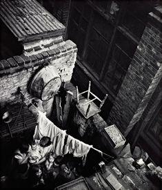 Edith Tudor-Hart Gee Street, Finsbury, London, um 1936 Neuer Silbergelatine-Abzug, 34,1 × 29 cm © Scottish National Portrait Gallery / Archive presented by Wolfgang Suschitzky 2004