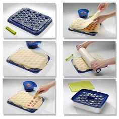 J'ai découvert depuis peu un appareil tupperware pour la fabrication de ravioles...c'était l'occasion pour moi qui recevais pour le réveillo... Tortellini, Pasta, Beignets, Flan, Charcuterie, Entrees, Tapas, Buffet, Bacon
