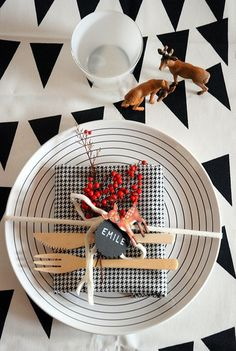 Black, white and red modern xmas table