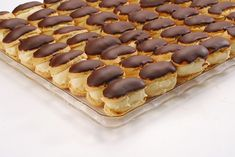 Mini eclere cu crema de vanilie • Gustoase.net Dessert Cake Recipes, Sweets Recipes, Tapas, Food Art, Waffles, Cheesecake, Deserts, Food And Drink, Candy