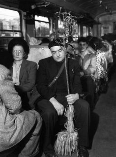 Dans le train de Juvisy 1947 |¤ Robert Doisneau | 27 avril 2015 | Atelier Robert Doisneau | Site officiel