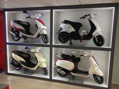 #Van Vliet Tweewielers #hoorn #scooter #scooters #wit #steen interieur #bromfietsen