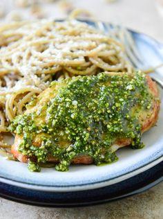 Pistachio Pesto Chicken with Whole Wheat Spaghetti I howsweeteats.com