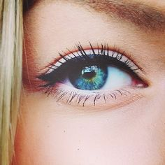 Pretty natural eye makeup. I love the way the eyeliner is done.