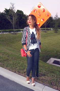 black and white, blanco y negro, darth vader, fall, fall look, fall outfit, fashion blogger, latina blogger, pineapple me, pineappleme, star wars, stripes, stripped blazer, tshirt look, tshirt outfit, waxed jeans,
