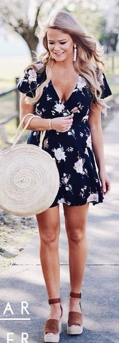 #spring #outfits  woman wearing dress. Pic by @whatcourtwore
