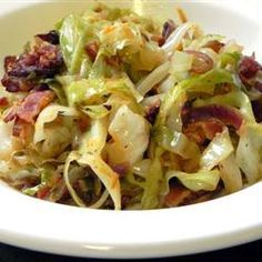* Fried Cabbage with Bacon, Onion, and Garlic..6 slices bacon, 1 lg onion, 2 cloves garlic, 1 lg head cabbage, 1 T. salt, 1 t. pepper, 1/2 t. onion powder, 1/2 t. garlic powder, 1/8 t. paprika