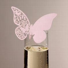 Edle Namenskarte in Schmetterlingsform als Alternative zu klassischen Tischkarten.