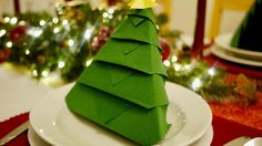 Christmas Tree Napkin Folding #DIY #Origami #How to | homify