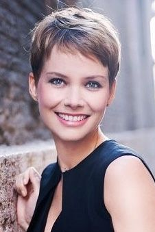 Short hair styles for thin hair Short Cropped Hair, Super Short Hair, Short Grey Hair, Short Hair Cuts For Women, Short Hairstyles For Women, Bob Hairstyles, Cropped Hairstyles, Hairstyle Short, Bandana Hairstyles