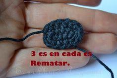 Es un Mundo Amigurumi: Patrón Gratis... Osito con Polera a Rayas Crochet Teddy, Crochet Necklace, Diy Crafts, Knitting, Crochet Cats, Craft, T Shirt, The World, Crochet Converse