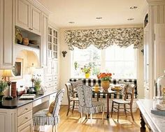 Striking black-and-white fabrics, antique chairs, and an antique wine-tasting table combine to give this banquette French-country charm. – Home Decor Country Kitchen Designs, French Country Kitchens, French Country Cottage, French Country Style, Country Charm, French Farmhouse, Farmhouse Design, Farmhouse Style, French Decor