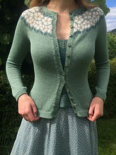 Ravelry: Epleblomstring / Apple Blossom pattern by Lene Tøsti Fair Isle Knitting Patterns, Knit Patterns, Crochet Cardigan, Knit Crochet, Punto Fair Isle, How To Purl Knit, Crochet Woman, Knit Picks, Knitwear