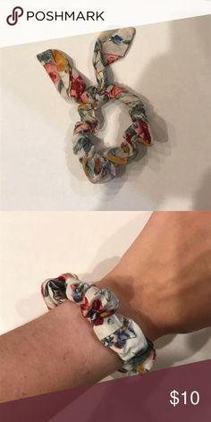 Scrunchie de amarrar Super fofo e moderno! Se encaixa qualquer tamanho Pulse pulseiras de jóias  #amarrar #de #encaixa #fofo #joias #moderno #Pulse #pulseiras #qualquer #scrunchie #Se #super #tamanho