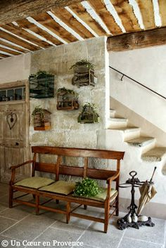 Entryway with welcoming bench and a birdcage display - Un Coeur en Provence