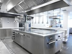 What's a state-of-the-art kitchen like at a Michelin-rated restaurant? Hotel Kitchen, Restaurant Kitchen, Kitchen Art, Kitchen Interior, Kitchen Ideas, Commercial Kitchen Design, Kitchen Ventilation, Industrial Kitchen Design, Cocinas Kitchen
