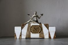 Flapper Style Art Deco Marble Mantle Clock and Vases by maintenant