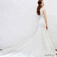 �� 사랑스럽고 순수한 본느마리에의 신부가 꿈꾸는 아름다운 웨딩 로망스가 새하얗게 펼쳐진다 �� Dress:#본느마리에 #BonneMariee �� #월간웨딩21 #웨딩21 #웨프 #wedding21 #wef#wedding #셀프웨딩 #결혼 #결혼준비#웨딩 #dress #드레스 #웨딩드레스 #bride#하우스웨딩 #스몰웨딩 #셀프웨딩#marrage #신부 #예비신부 #예신 #groom#wedding21_DRESS �� http://gelinshop.com/ipost/1515657241210226501/?code=BUIsjsHlYdF
