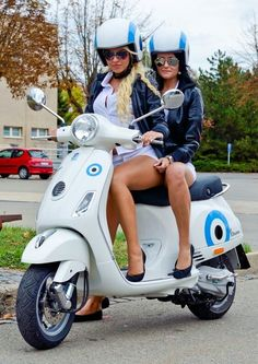 Vespa Beauty Scooter Beauties 50 of the best pins Vespa Bike, Motos Vespa, Piaggio Vespa, Scooter Motorcycle, Vespa Lambretta, Vespa Scooters, Moto Bike, Motor Scooters, Scooter Girl