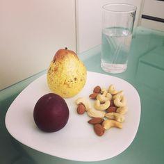 Dois altos! Hora do lanche.. #innatura #frutas #castanhas #nuts #lanchesaudavel #comidadeverdade