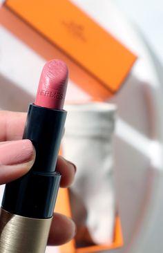 Rouge Hermes lipstick in Rose Epice; reviewed on the blog with swatches!  #hermes #rougehermes #hermesbeauty #melaninmakeup #beachmakeup #summer2020makeup #easymakeup