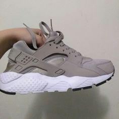 Wedge Heel Sneakers, Wedge Heels, Sneakers Nike, Huarache Run, Fresh Shoes, Grey Nikes, Me Too Shoes, Athletic Shoes