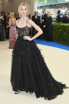 Met Gala 2017 Red Carpet Live: All the Celebrity Dresses and Fashion, – Black Carpet Gala Dresses, Red Carpet Dresses, Nice Dresses, Dress Prom, Club Dresses, Celebrity Red Carpet, Celebrity Dresses, Celebrity Style, Vogue