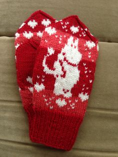 Mittens Moomin :) Votter med Mummitrollet :) Knitting For Kids, Free Knitting, Baby Knitting, Mittens Pattern, Knit Mittens, Knitting Paterns, Knitting Projects, Baby Barn, Moomin