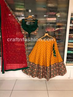Most recent Pics 2019 Pure Cotton Hand Block Print Chaniya Choli PRODUCT CODE: DCH. Tips Vandana Puthanveettil comes with an detailed Pastime: she is really a part-time solo dancer. Garba Chaniya Choli, Garba Dress, Navratri Garba, Navratri Dress, Choli Dress, Garba Dance, Half Saree Designs, Choli Designs, Sari Blouse Designs