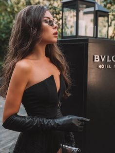 My fetishes: Archive Black Leather Dresses, Black Leather Gloves, Elegant Gloves, Gloves Fashion, Long Gloves, Dress Gloves, Hot Brunette, Leather Fashion, Sexy Outfits