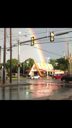Texans know Whataburger is golden and Mother Nature agreed when the storm quieted and a double rainbow arched over the city with a location of the mouth-watering chain at the end of it. Photo: Mendoza, Madalyn S, Provided By Sarah LLoyd Texas Humor, Only In Texas, Texas Forever, Loving Texas, Texas Pride, Texas History, Down South, Texans, Funny Pictures