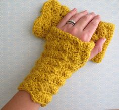 Love City: Get Hooked! {shell stitch fingerless gloves}