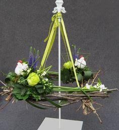 bloemstuk decoratie voorjaar pasen hangende krans