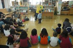 Espectáculo poético «A poesía é un globo» na Biblioteca Municipal de Santa Uxía de Ribeira.