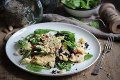 Gerösteter Blumenkohl-Belugalinsen-Salat mit Spinat & Mandeln