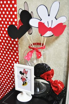 Photo props at a Minnie Mouse Party #minniemouse #props