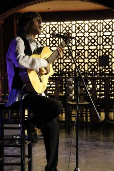 Guitarrista, cantante, cantaor; compositor y productor