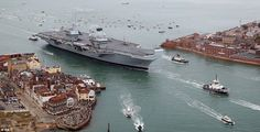 HMS Queen Elizabeth, the UK's newest aircraft carrier, has arrived in Portsmouth, as thousands of people line the seafront Type 45 Destroyer, Type 23 Frigate, Hms Prince Of Wales, Hms Illustrious, Hms Queen Elizabeth, Hong Kong, Navy Carriers, New Aircraft, London
