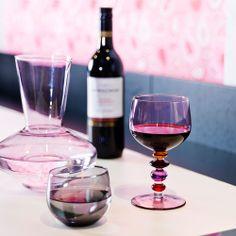 Sagaform Spectra purple wineglasses and caraf Wine Decanter, Spectrum, Red Wine, Wine Glass, Barware, Alcoholic Drinks, Purple, Tableware, Wine Carafe