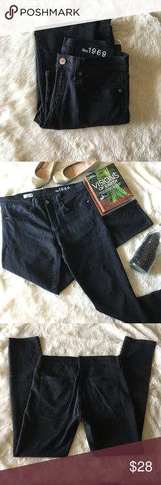 🍒GAP Black Legging Jeans Size 29/8🍒 67% Cotton 32% Polyester 1%Spandex  Waist: 29 inches  Rise: 9.5 inches  Inseam: 31 inches  Your classic black skinny jeans, perfect for fall. They've got some stretch, so they're perfect for those lazy days. Perfectly worn in!  As always, comment with any questions!! GAP Jeans Skinny