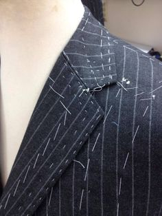 Learn how to see a perfect collar at Savile Row Training Academy.